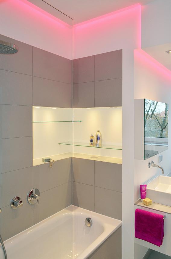 kleines bad unterm dach honeyandspice. Black Bedroom Furniture Sets. Home Design Ideas