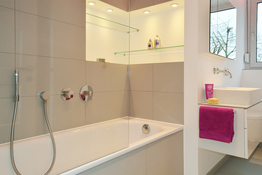 Kleines bad unterm dach honeyandspice for Badezimmer innenarchitekt